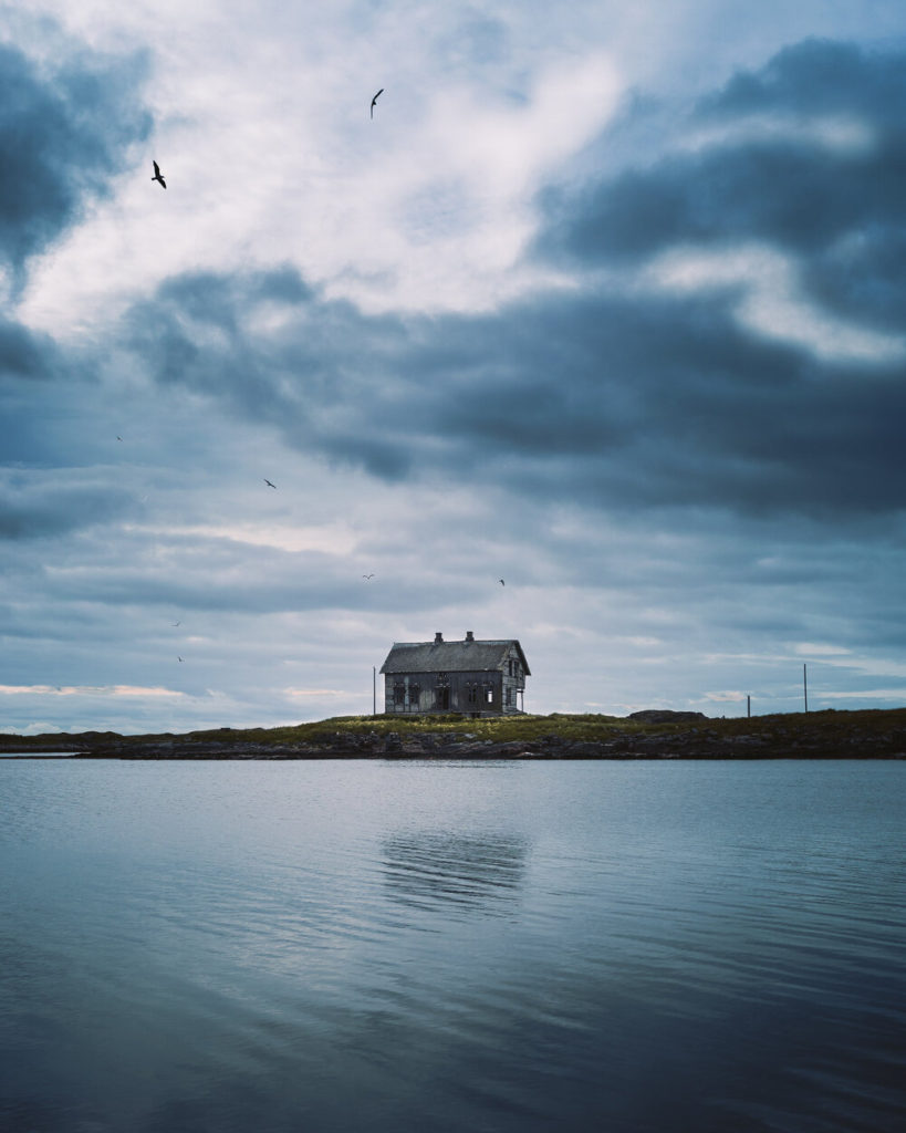 Old fishing house by shore and the best bird watching in Norway at Røst island