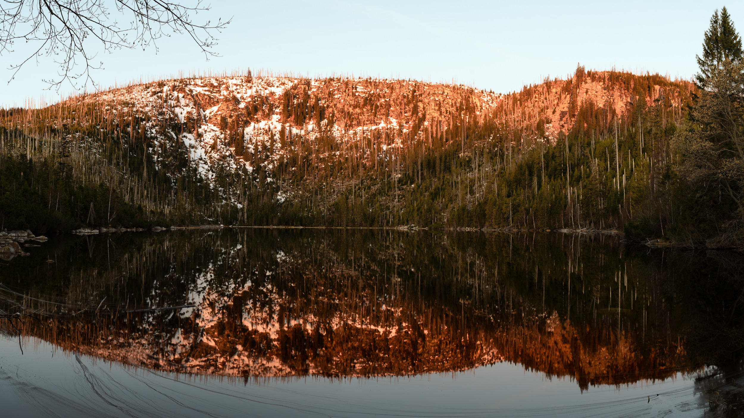 The 2 Most Amazing Places in the Bohemian Forest ? – Plešné Lake and Plechý Mountain